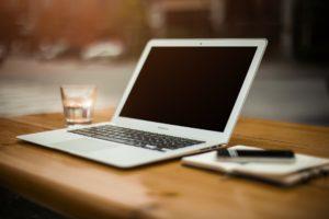 Czy pozycjonowanie się opłaca na laptopie?