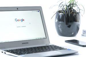 10 korzyści pozycjonowania w google na laptopie