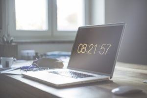 10 zalet pozycjonowania stron laptop z godziną