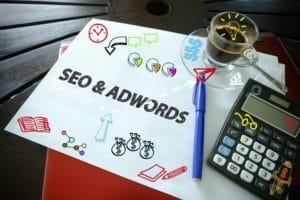 Pozycjonowanie czy Google Ads na kartce